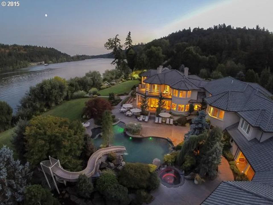 Luxury estate with complex, well-planned electrical and lighting systems